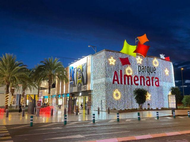 Parque Almenara y el Ayuntamiento de Lorca organizan una recogida solidaria de juguetes a beneficio de Cruz Roja - 1, Foto 1