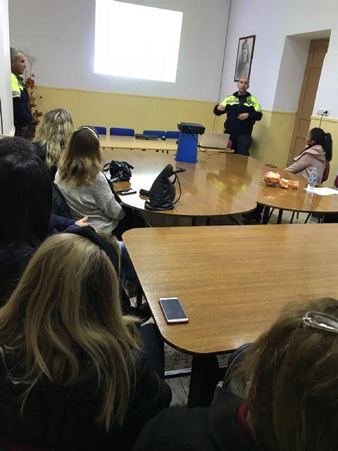 El programa Policía Tutor asesora a jóvenes y adultos sobre el uso y los peligros de las redes sociales y los juegos online - 2, Foto 2