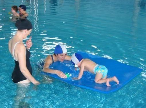 Maintenance of the Aquatic Therapy Service with Physiotherapist of users derived from educational centers, in the heated pool, during the school year is authorized