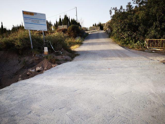 Arreglan el tramo de la carretera de La Huerta en su intersecci�n con la rambla de Los Molinos, a la altura de la ermita de esta diputaci�n, Foto 3