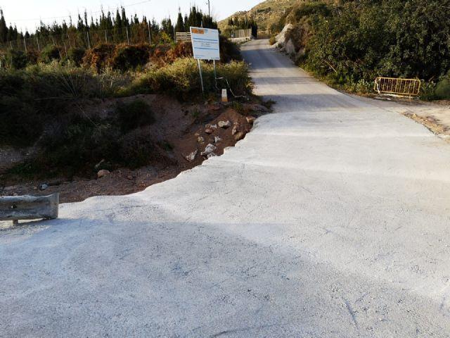 Arreglan el tramo de la carretera de La Huerta en su intersecci�n con la rambla de Los Molinos, a la altura de la ermita de esta diputaci�n, Foto 5