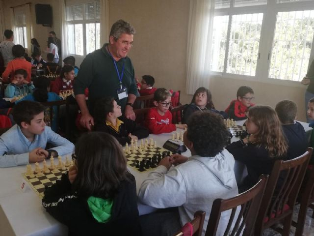 The Santiago, Reina Sofía, La Cruz and IES Prado Mayor schools participated in the Regional School Sports Chess Final
