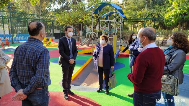La Comunidad subvenciona un itinerario peatonal accesible en el Parque La Cubana de Alhama de Murcia y una zona de juegos infantiles inclusivos, Foto 1