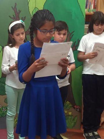 Se hacen entrega los premios del III Concurso Literario Morerica Galán con motivo del Día del Libro, Foto 3