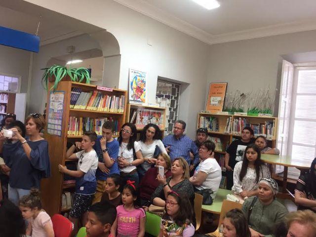 Se hacen entrega los premios del III Concurso Literario Morerica Galán con motivo del Día del Libro, Foto 4