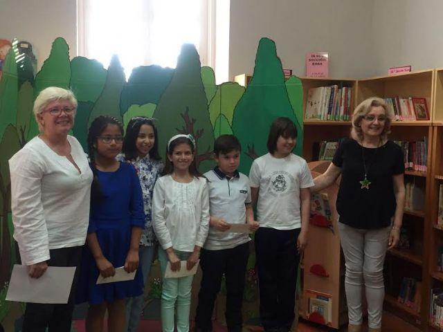 Se hacen entrega los premios del III Concurso Literario Morerica Gal�n con motivo del D�a del Libro, Foto 6