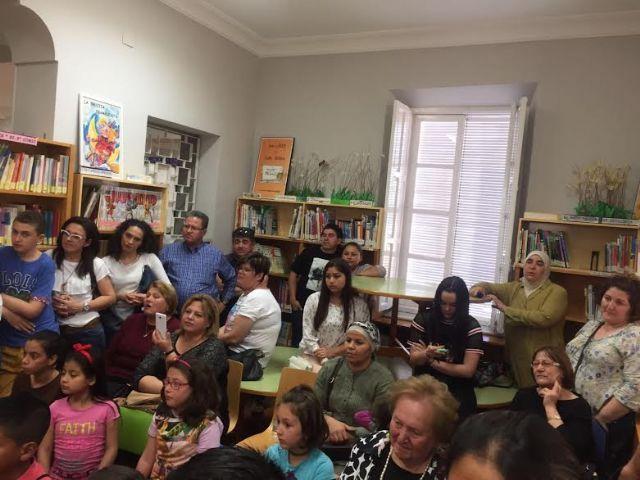 Se hacen entrega los premios del III Concurso Literario Morerica Gal�n con motivo del D�a del Libro, Foto 9