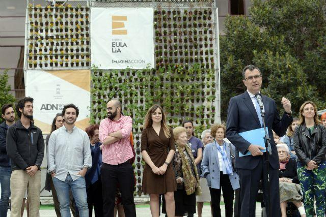 Un jardín vertical participativo decora la Plaza de Europa, que será rediseñada por los vecinos del barrio de Santa Eulalia - 1, Foto 1