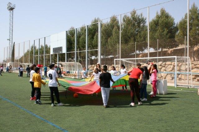 Más de 400 alumnos de 5º de Educación Primaria de nueve colegios de Totana participan en la Jornada de Juegos Populares