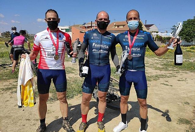 [Corredores de Terra Sport Cycling Team copan los tres escalones de pódium en el Campeonato Regional de Bike Maratón XCM