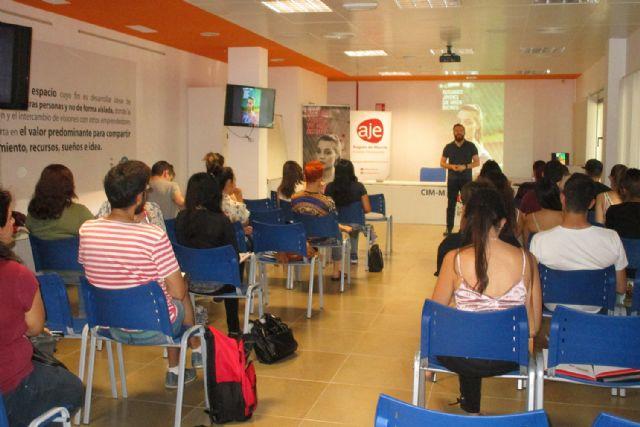AJE Región de Murcia analiza las implicaciones que tendrá para las empresas el nuevo reglamento de protección de datos, Foto 1