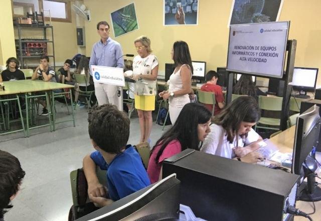 La Comunidad invierte 14,3 millones en renovar equipos informáticos y llevar Internet de alta velocidad a todos los centros, Foto 3
