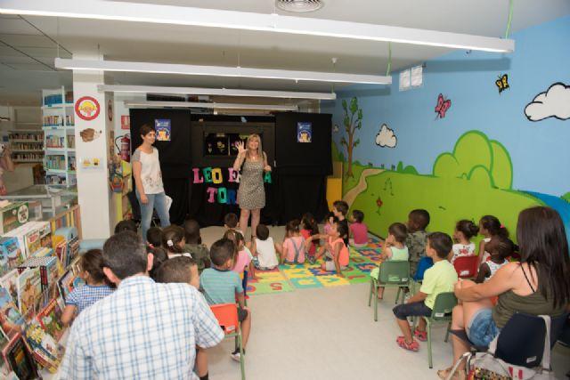 El proyecto Mochilas viajeras del CEIP Bahía incentiva la lectura compartida entre generaciones - 2, Foto 2