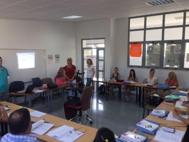 Los 15 participantes en el programa mixto de empleo-formación Atención sociosanitaria a personas dependientes en instituciones sociales realizan un curso de Manipulador de alimentos, Foto 1