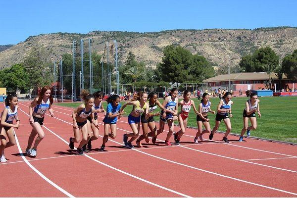 Lorca y Alhama se reparten el protagonismo de la competición regional en pista, Foto 1