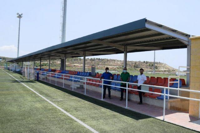 El complejo deportivo estrena una nueva pérgola para las gradas de los campos de fútbol, Foto 1