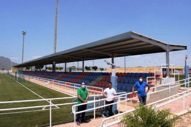 El complejo deportivo estrena una nueva pérgola para las gradas de los campos de fútbol, Foto 2