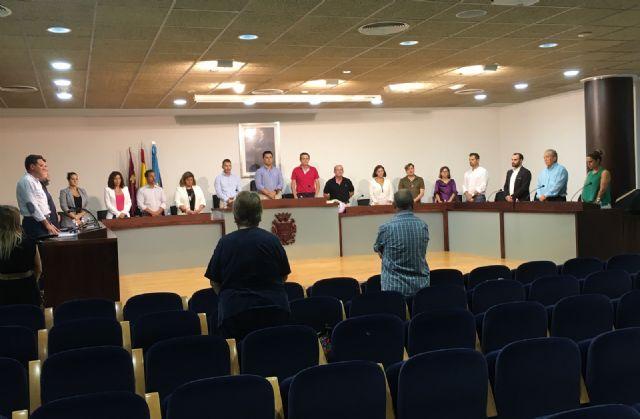 El Pleno del Ayuntamiento de San Javier empieza con un minuto de silencio por el fallecimiento del comandante y la alférez de la AGA en accidente áereo - 1, Foto 1