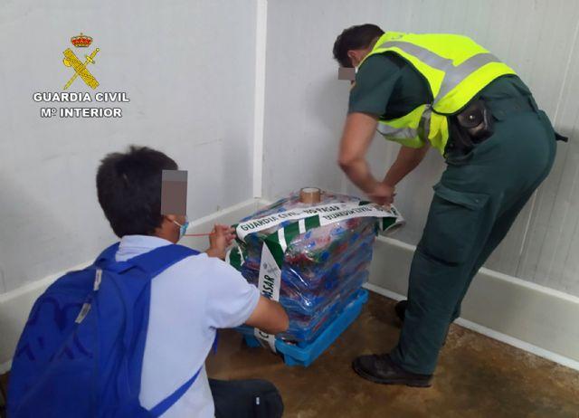 La Guardia Civil sorprende a un vecino de Cartagena con más de 50 kilos de doradas capturadas ilícitamente - 2, Foto 2