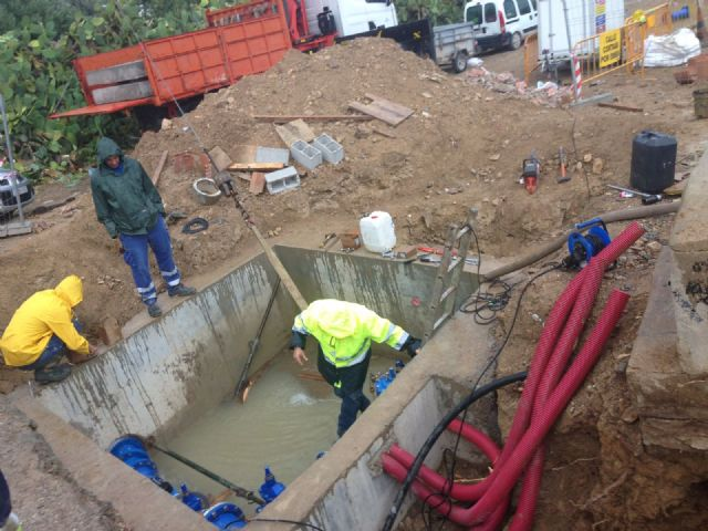 Una rotura retrasa el restablecimiento del suministro de agua, Foto 3