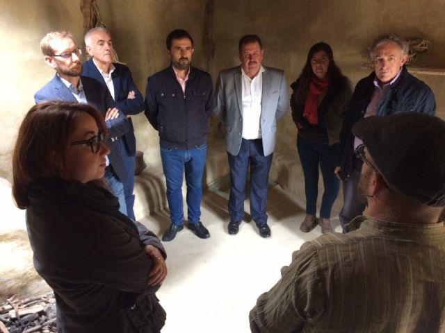 El alcalde acompaña a senadores murcianos a visitar el yacimiento aqueológico de
