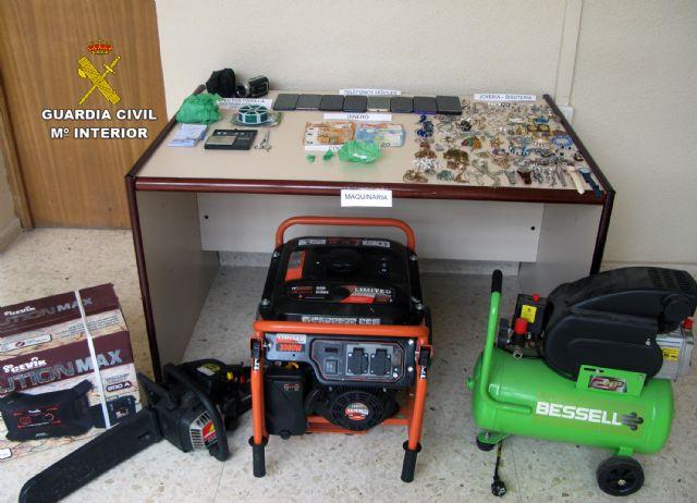 La Guardia Civil desmantela un activo punto de distribución de cocaína y de receptación de objetos robados - 1, Foto 1