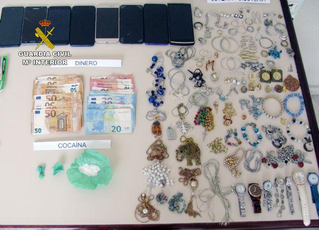 La Guardia Civil desmantela un activo punto de distribución de cocaína y de receptación de objetos robados - 2, Foto 2