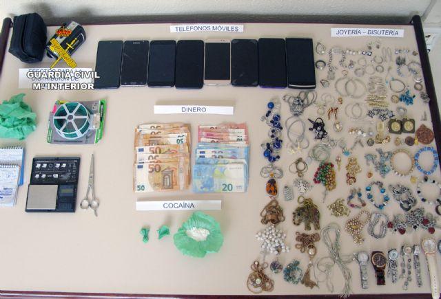 La Guardia Civil desmantela un activo punto de distribución de cocaína y de receptación de objetos robados - 3, Foto 3