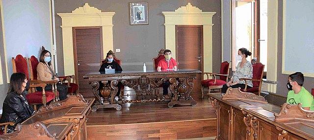 El salón de plenos acogió la lectura del manifiesto por el Día de la Niña - 1, Foto 1