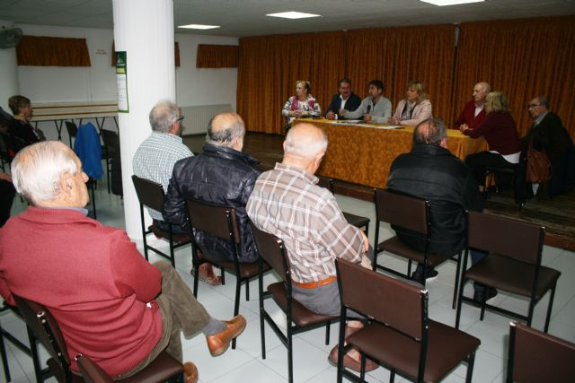 Se celebra la Asamblea General Ordinaria del Centro Municipal de Personas Mayores de la plaza de la Balsa Vieja