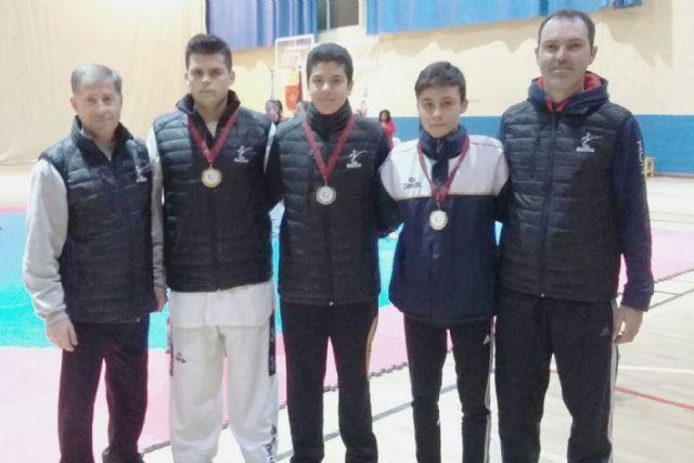 Dos medallas de oro y una de plata para el club taekwondo Mazarrón en el campeonato regional júnior - 1, Foto 1