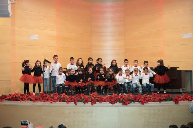 280 escolares cantan a la Navidad en el Certamen de Villancicos, Foto 2