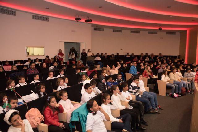 280 escolares cantan a la Navidad en el Certamen de Villancicos, Foto 3