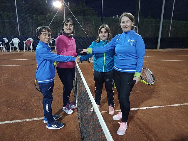 "This week is the tournament of double parents and children ""Raqueta Navideña"" organized by the Kuore Tennis School"
