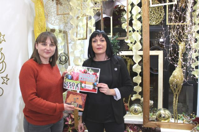 Hairdressing and Aesthetics Choni Ruiz, Floristería Riquelme and Pierrot Floristas win the V Christmas Showcase Contest, organized by the Department of Culture