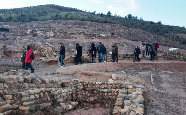 Professionals of the Association of Official Guides of the Region of Murcia visit the Argaric site of La Bastida