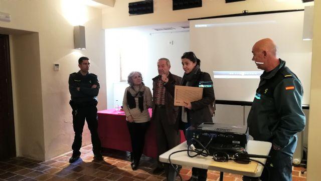 """Charla de la Guardia Civil de Pliego dentro del """"Plan Mayor Seguridad"""" - 2, Foto 2"""