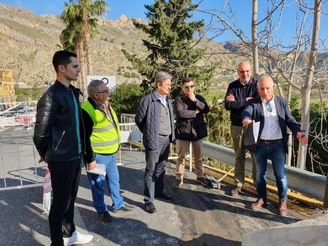 Mejoran la seguridad de la travesía de Villanueva del Río Segura con la reconstrucción de un muro de contención que protege la vía - 1, Foto 1