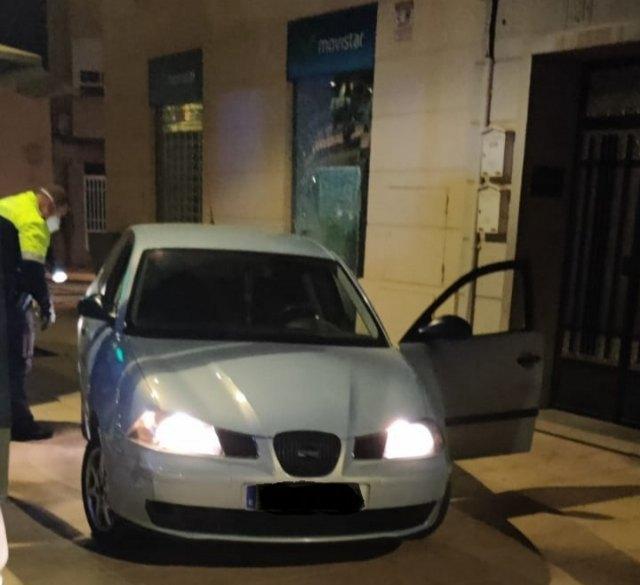 La Policía Local aborta un intento de robo por alunizaje en un céntrico comercio de telefonía móvil gracias a la colaboración ciudadana, Foto 1