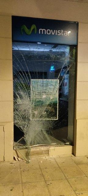 La Policía Local aborta un intento de robo por alunizaje en un céntrico comercio de telefonía móvil gracias a la colaboración ciudadana, Foto 2