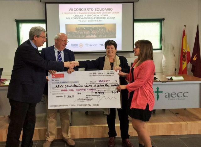 La Asociación Española Contra el Cáncer de Murcia recibe un cheque de 10.000 euros del VII Concierto Solidario - 1, Foto 1