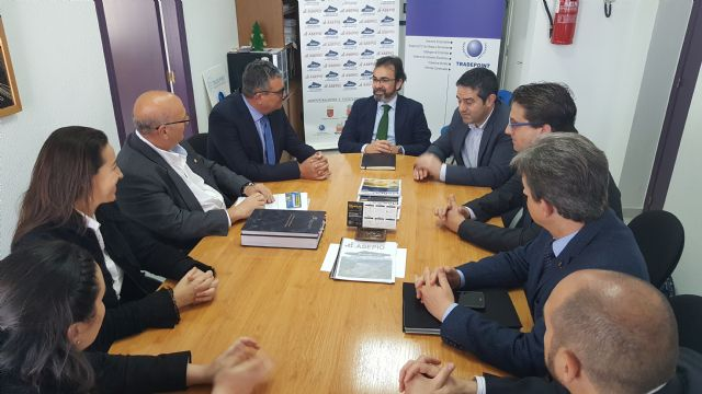 Reunión del consejero de Fomento e Infraestructuras con representantes de la Asociación de Empresarios del Polígono Empresarial Oeste - 1, Foto 1