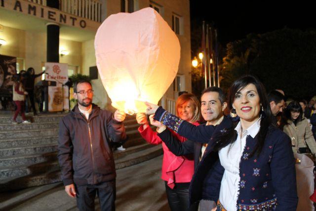 El cielo de Lorquí se llena de farolillos solidarios en beneficio de Cáritas - 2, Foto 2