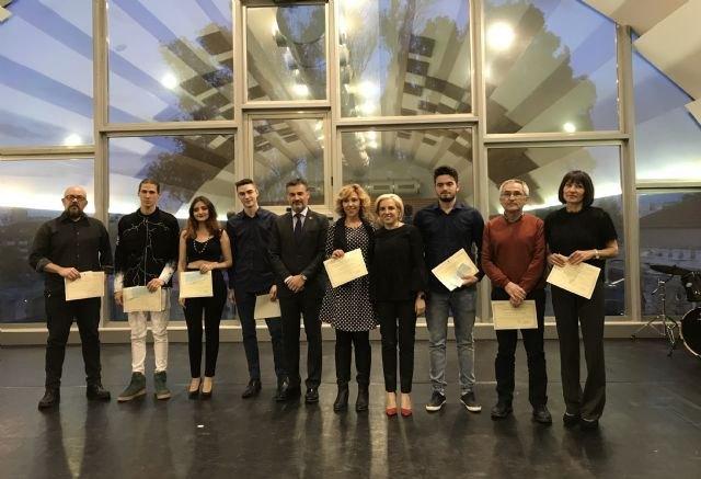 Educación otorga 8 premios extraordinarios a alumnos de Música, Danza y Artes Plásticas - 1, Foto 1