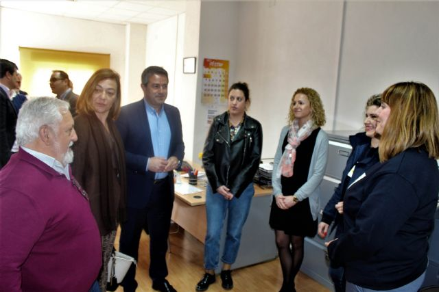La directora general del SEF y el alcalde de Alcantarilla, visitan el programa mixto de empleo y formación sobre limpieza en espacios abiertos e instalaciones industriales desarrollado por la Obra Social Marista - 3, Foto 3