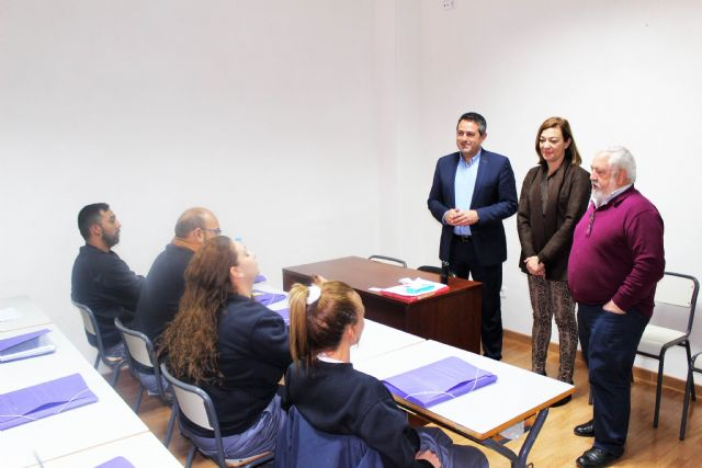 La directora general del SEF y el alcalde de Alcantarilla, visitan el programa mixto de empleo y formación sobre limpieza en espacios abiertos e instalaciones industriales desarrollado por la Obra Social Marista - 4, Foto 4