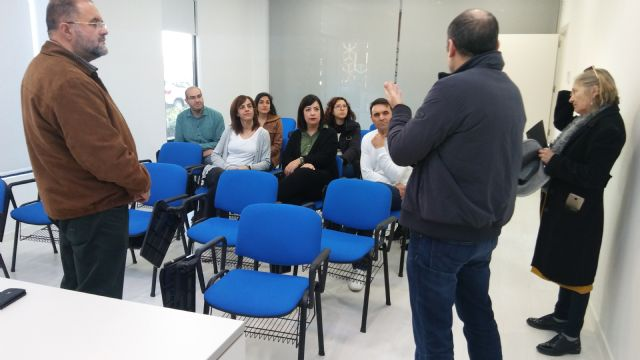 The Department of Industry meets with the entrepreneurial users of the Business Incubator