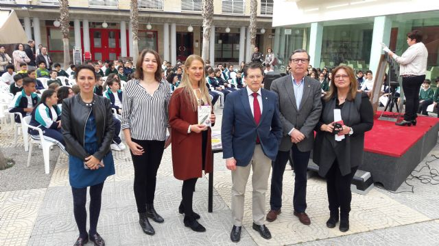 La lectura pública de poesías de Gloria Fuertes inaugura la programación por el Día del Libro que incluirá 35 actividades en el municipio de Lorca - 1, Foto 1