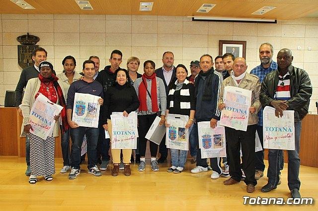 Una delegaci�n cubana de distintos sectores profesionales visita Totana., Foto 1