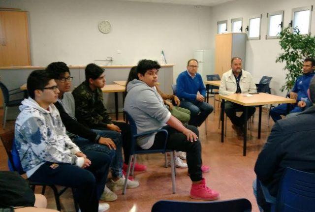 Autoridades municipales se reúnen con los usuarios de la pista polideportiva de la Era Alta, Foto 3